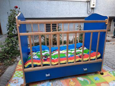 снять девушку в бишкеке in Кыргызстан | СНИМУ КВАРТИРУ: Детская кровать манежка-колыбель. Сьемные колеса, если их снять будет