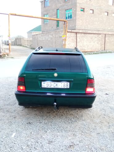 Mercedes-Benz 220 2.2 l. 1998 | 4100 km