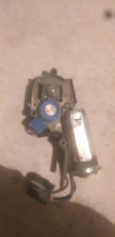 Транспорт - Чат Кёль: Моторчик люка Е34 в хорошем состоянии!!!