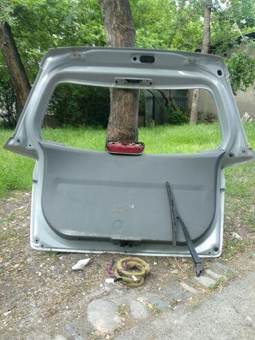 Крышка багажника на Мазда Демио