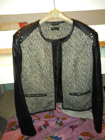 Xl kozna jakna Benetton ,nosena ,stanje perfektno ,laka za - Uzice