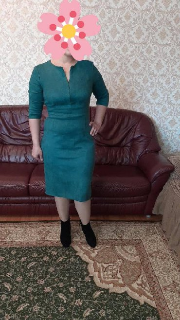 Продаю платье ниже колено, материал спандекс цвет изумрудный. Одевала