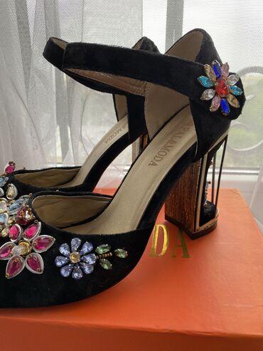 Продаю нарядные и очень безумно красивые туфли в стиле D&G,размер