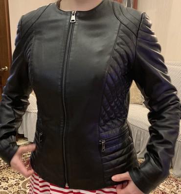Куртки - Кызыл-Суу: Продам классную, кожаную курточку в идеальном состоянии за 5000 сом