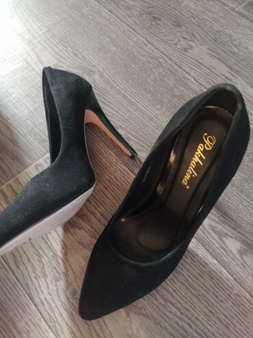 Туфли - Кок-Ой: Замшевые, шпильки, в хорошем состоянии