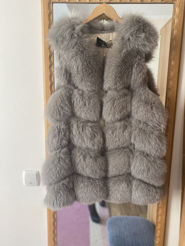 Продаю свою любимую жилетку из кролика! Очень тёплая, даже зимой) в хо