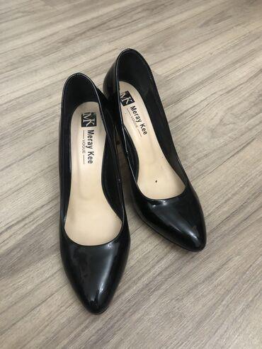 Туфли,37 размер  Внешне состояние хорошее, минусы-подошва и чуть потер