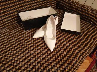 Ženska obuća | Vrsac: Prirodna koza, bele baletanke na malu stiklicu, br. 38,potpuno nove u