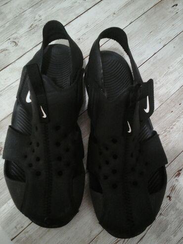 Nike crne sandale ocuvane br 33,5 - 21cm samo 800 din