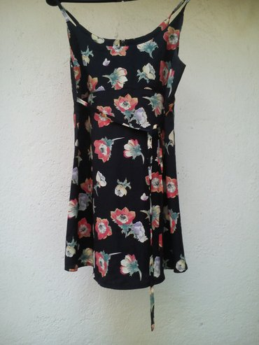Ženska odeća | Kursumlija: Letnja kratka haljina cvetnog dezena.Haljinica je do iznad kolena, ja