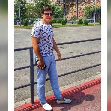 Bakı şəhərində Geyim magazasia satici qiz teleb olunur  Meymar ecemi m yaxinliginda