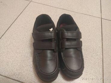 Продам детскую обувь черная. Размер 33