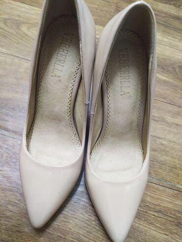 отдам в Кыргызстан: Продаю туфли лодочки в хорошем состоянии надевала 2 раза 35 размера