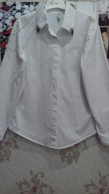 свободная рубашка в Кыргызстан: Продаю рубашку.Украшеная камнями. Качество хорошее, рубашка свободная