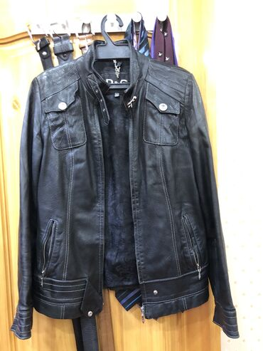 Продаю кожаную куртку, брали за 200$. Турция