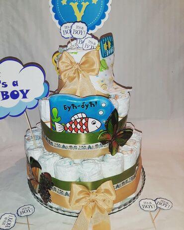 Pampers - Srbija: Velika torta od pelenaSadrži: 56 pampers pelenaPrivezak za