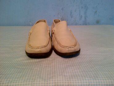 Zenske cipele ili cizmice broj 39 made in italija-duzina