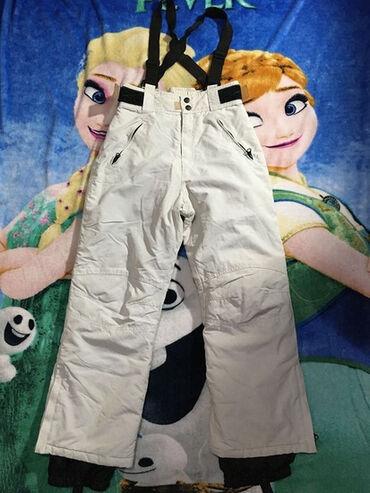 Ski pantalone,vel.152,bež boja,uslikano oštećenje,sitne,jedva primetne