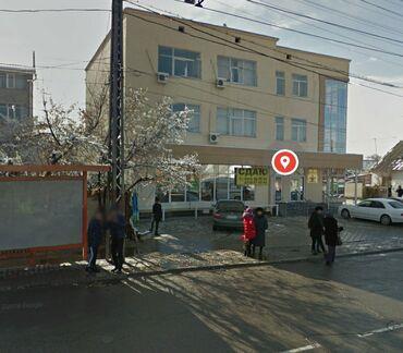 полка для магазина в Кыргызстан: Сдается часть действующего магазина по ул. Ахунбаева, площадь 40 м/кв