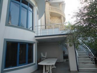 Bakı şəhərində Satış Evlər vasitəçidən: 800 kv. m., 7 otaqlı