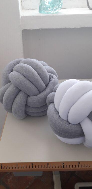 Jastuk klupko Jastuk neobicnog oblika ukrasiće svaki prostor u kome se