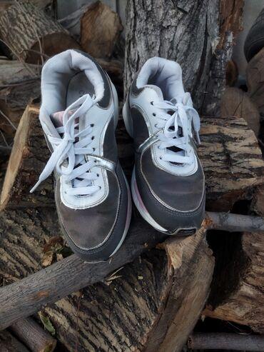 Продаю кросовки для девочки. Состояние хорошее. Размер 36