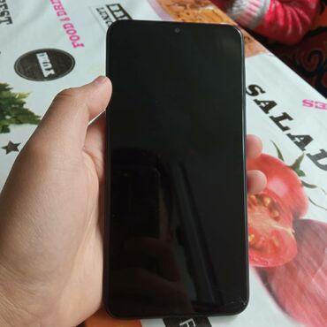 Продаю или меняю Samsung A10Все хорошо работает только трещинка снизу
