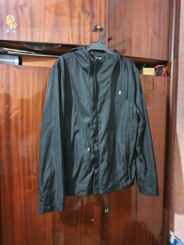 Мужская куртка деми. Б/у, но состояние новой. Размер M. Бишкек