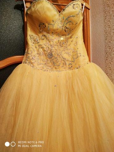 Bakı şəhərində Sarı gelinlik satılır