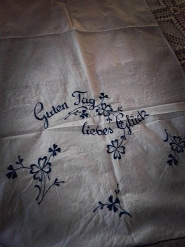 'Guten tag liebes Glück' embroidered rectangular white traverse with σε Ανατολική Θεσσαλονίκη