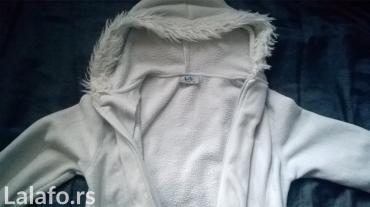 Jaknica-bela-postavljena - Srbija: Vrlo lepa, topla i kvalitetna duks jaknica