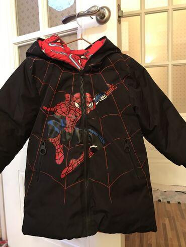 Зимняя куртка, двусторонняя, на 4-5 лет, состояние нового, носили 5 ра