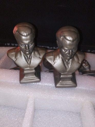 Tito, gipsane statue, 33 komada. Može sve za 8000. - Beograd - slika 2