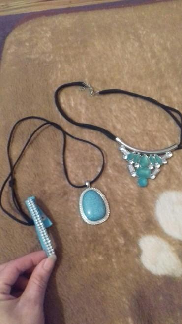Dve ogrlice i narukvica , tirkizne boje, 400 din - Kucevo