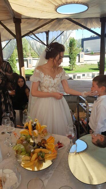 свадебное платье напрокат в Кыргызстан: Сдаётся в аренду свадебное платье, размер xs-s, цвет бежевый топ, айво