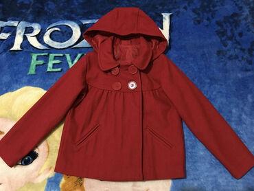 Cherokee kaput,vel.6-7 god.Crveno,na postavi uslikana roze tačka,osim