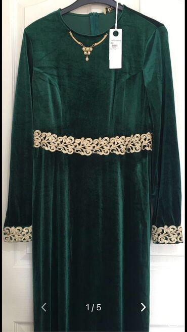 Платья - Вечернее - Бишкек: Платье бархатное новое, отделанное кружевами из золотой нити и колье
