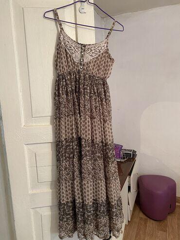Красивое шифоновое платье, очень красивое и легкие, состояние идеально