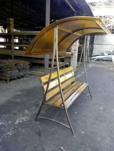 Садовая мебель - Кыргызстан: Скамейка с крышей, длина по дереву 1.8м., доски лиственница, цена