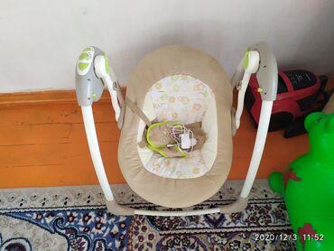 шезлонг для грудничков в Кыргызстан: Продаю шезлонг Опсолютно новый ребёнок не хател лежать.электрокачеля и
