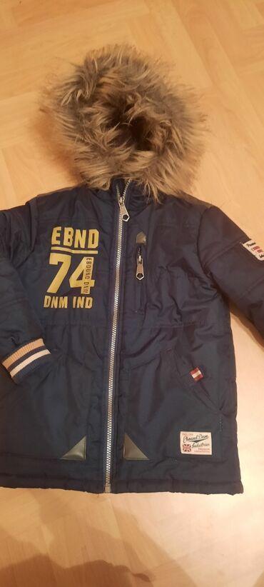 Decija jakna sa krznom na kapuljaci vel 110
