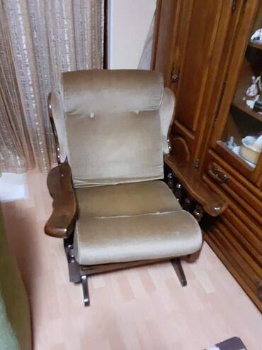 Fotelja za ljuljanje od drveta u odličnom stanju