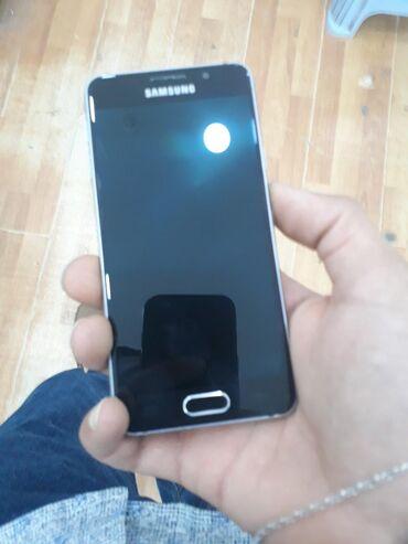 Samsung A3 2016. Esasen genclerin en sevdiyi kompakt bir model