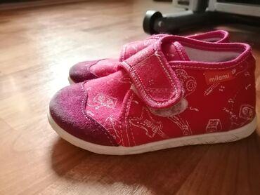 Dečija odeća i obuća - Smederevska Palanka: Milami patofnice za devijcice, nosene 15 dana u vrticu prosle godine