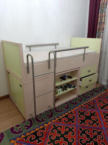 Детская мебель Истикбаль б/у: кровать, шкаф,парта и кресло. В отличном