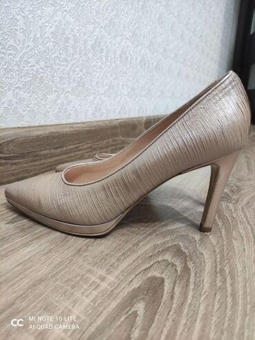 38 размер платье в Кыргызстан: Туфли итальянский одевали 1 раз новые размер 38