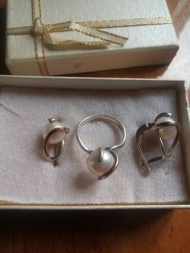 Продаю кольцо со сережками серебро 925