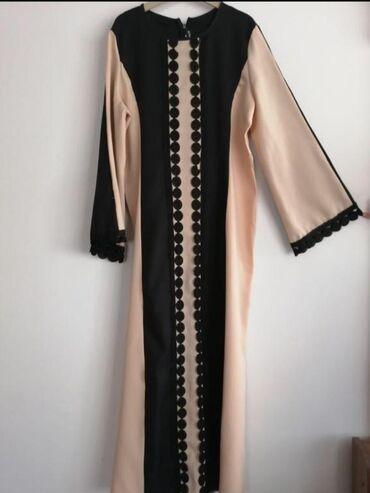 Шикарное платье свободного покроя, очень красивое. Рукава расширяются