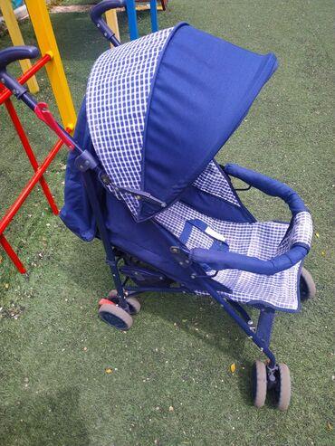 Продаю летнюю коляску трость. Состояние хорошее. Складывается, спинка