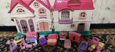 6595 объявлений: Продам б/у кукольный дом с мебелью. Мебель как новая, с домом играли
